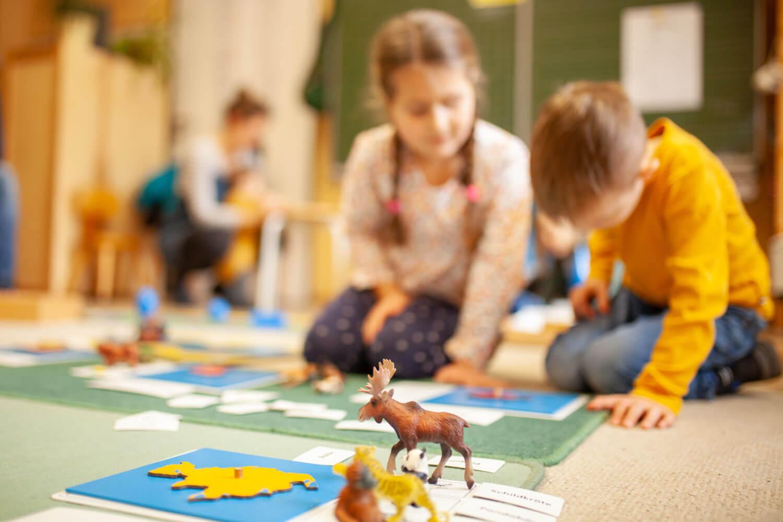 Freiarbeit in der Montessori-Schule Würzburg